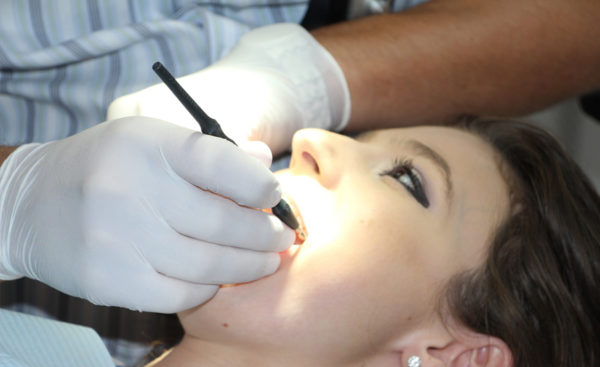 lakowanie zębów stomatolog Wrocław